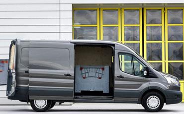 Ford Transit med öppen sidodörr
